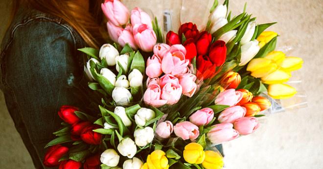 Пока моя девушка возмущалась, я решил жениться на продавщице цветов