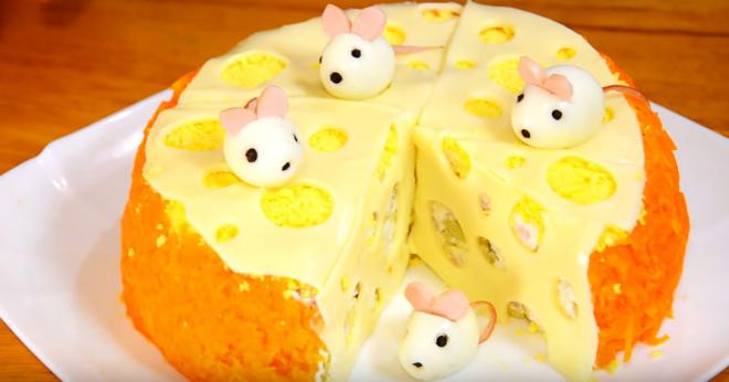 Новогодний салат «Мышки на сыре». Главное блюдо новогоднего стола!