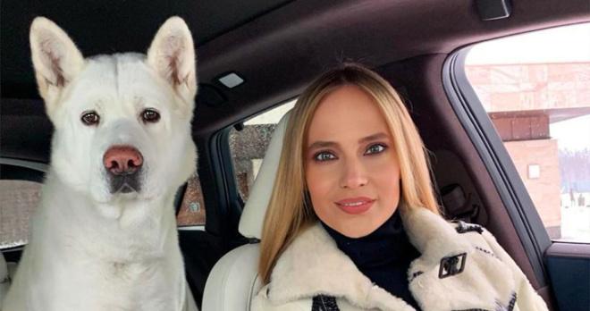 Вся сеть удивлена полным сходством певицы Натальи Ионовой, известной как Глюк'oZa, с породистой собакой
