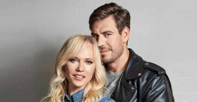 Талантливый актер Дмитрий Дюжев опубликовал милое фото с любимой женой и прекрасными сыновьями