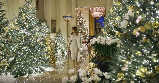 Меланья Трамп показала, как нарядили Белый дом к Рождеству