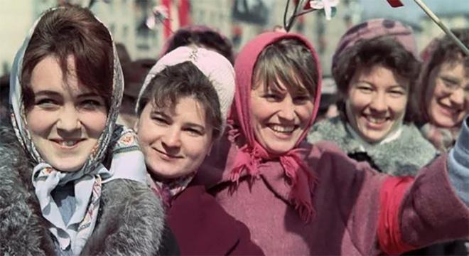 Родом из СССР: почему советских женщин считали непривлекательными и забытыми