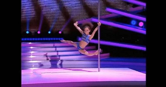 8-летняя гимнастка из Украины лишила судей румынского шоу талантов дара речи. Талантище!
