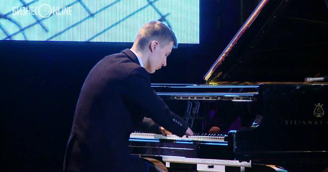 Алексей Романов: пианист без рук. Вот это сила духа!!