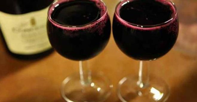 Исследования показали, что в старости бокал вина куда важнее различных упражнений